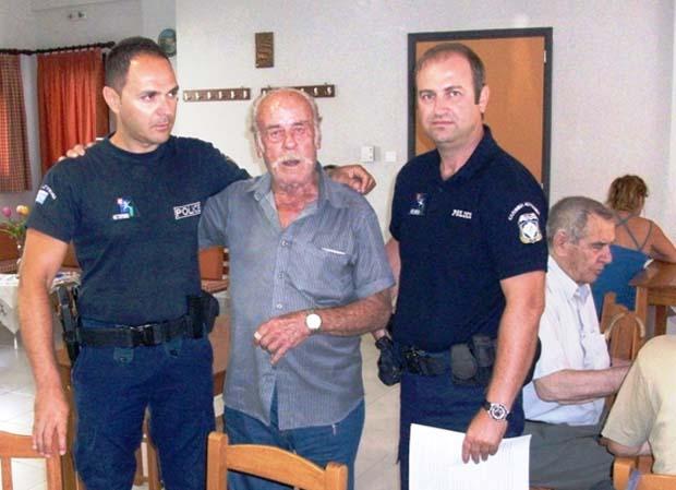 Πρωτοβουλία στήριξης των ηλικιωμένων ανέλαβαν οι αστυνομικοί της γειτονιάς