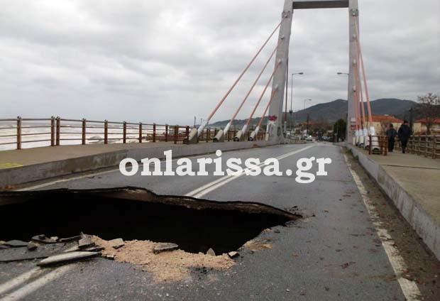 «Έπεσε» η κρεμαστή γέφυρα στον Αγιόκαμπο! (ΦΩΤΟ)