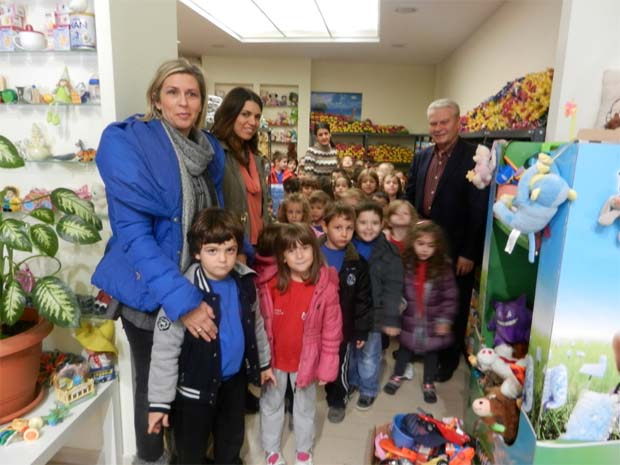 Προσφορά τροφίμων στο κοινωνικό παντοπωλείο