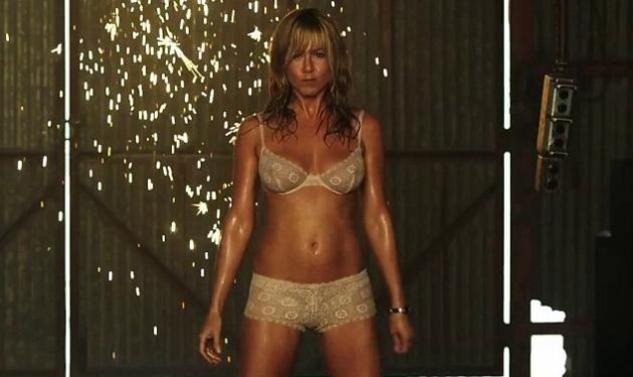 J. Aniston: Ανάβει φωτιές με το... στριπτίζ της! (video)
