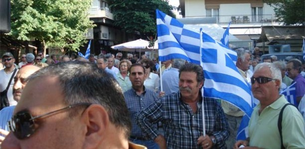 «Ξεχείλισε» από αποστράτους αλλά και… οργή το κέντρο της Λάρισας (ΦΩΤΟ+VIDEO)
