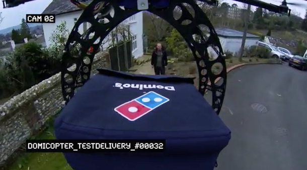 """ΒΙΝΤΕΟ: παράδοση πίτσας με μη επανδρωμένο """"αερόχημα"""" !"""