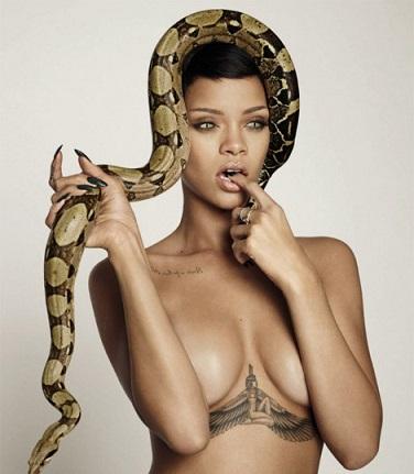 Τα … φίδια έζωσαν τη μόνιμα γυμνή Ριάνα!