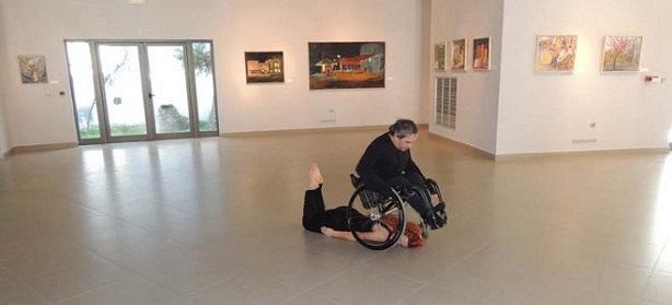 Συγκλονιστικός χορός από έναν ανάπηρο στη Ρόδο