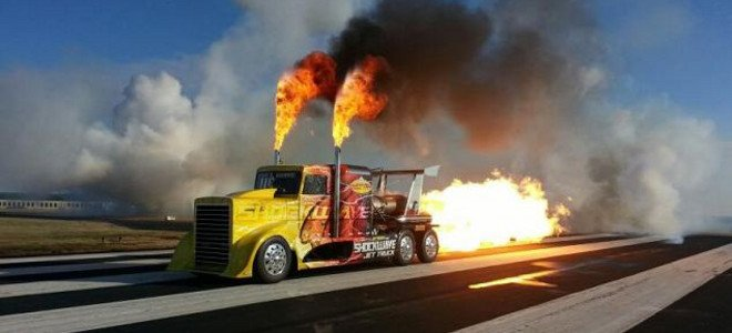 Το φορτηγό που τρελαίνει τα κοντέρ -Πιάνει τα 600 χιλιόμετρα την ώρα (video)