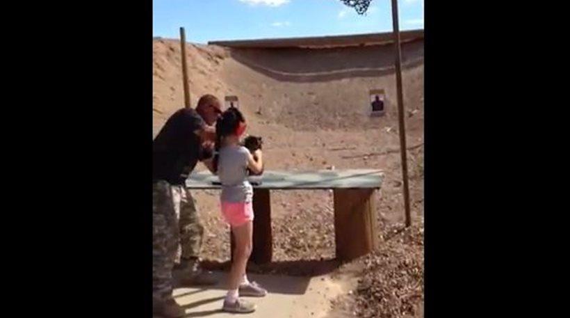 Τα δραματικά δευτερόλεπτα πριν 9χρονη σκοτώσει με ούζι τον εκπαιδευτή της (video)