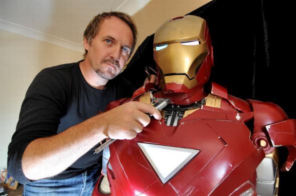 Έφτιαξε τη στολή του… Iron Man (video)