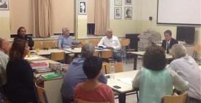 Αιφνιδιαστική επίσκεψη Λοβέρδου σε εσπερινό σχολείο στα Τρίκαλα