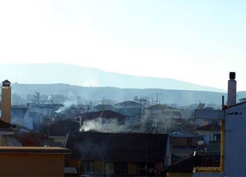 Υψηλές συγκεντρώσεις σωματιδίων στην ατμόσφαιρα της Λάρισας τη νύχτα - Συστάσεις από την Περιφέρεια