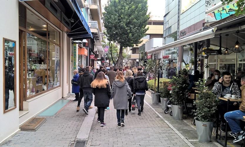 fa13bcaf65 Ξεκίνησαν σήμερα οι ενδιάμεσες εκπτώσεις- Ανοιχτά τα καταστήματα την ερχόμενη  Κυριακή