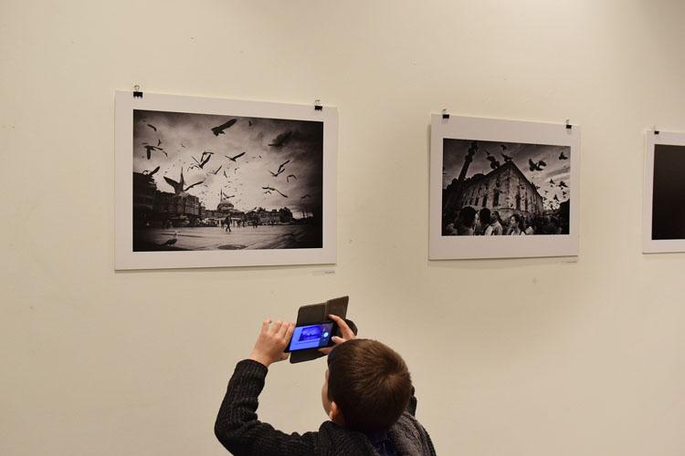 «Αιώνια Πόλη Κωνσταντινούπολη και Πρόσωπα»: Μία εντυπωσιακή έκθεση φωτογραφίας ενώπιον του Λαρισινού κοινού - Δείτε φωτό από τα εγκαίνια