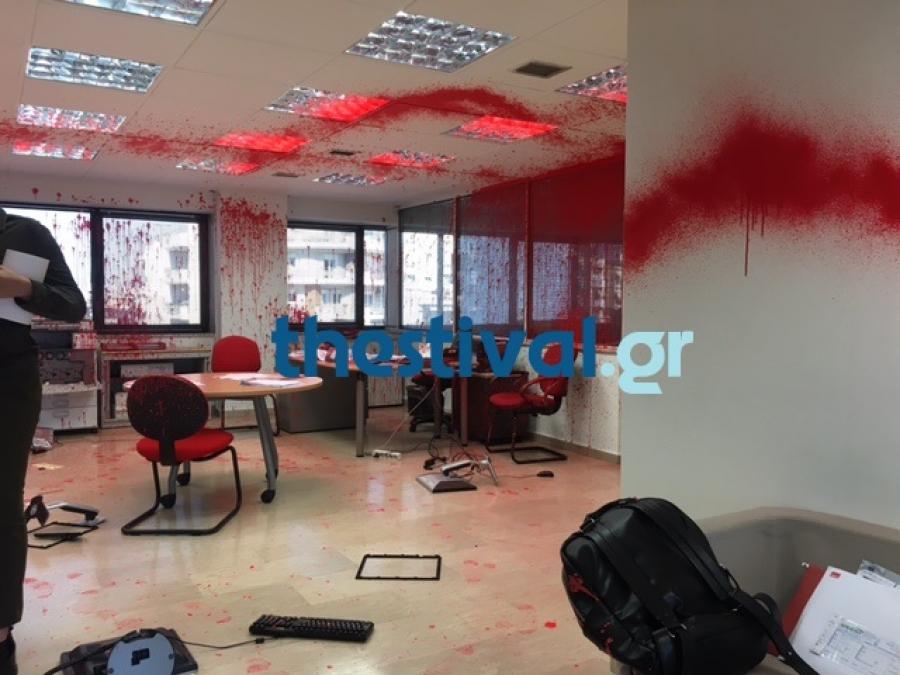 Θεσσαλονίκη: Κουκουλοφόροι προξένησαν ζημιές σε γραφείο ευρέσεως εργασίας
