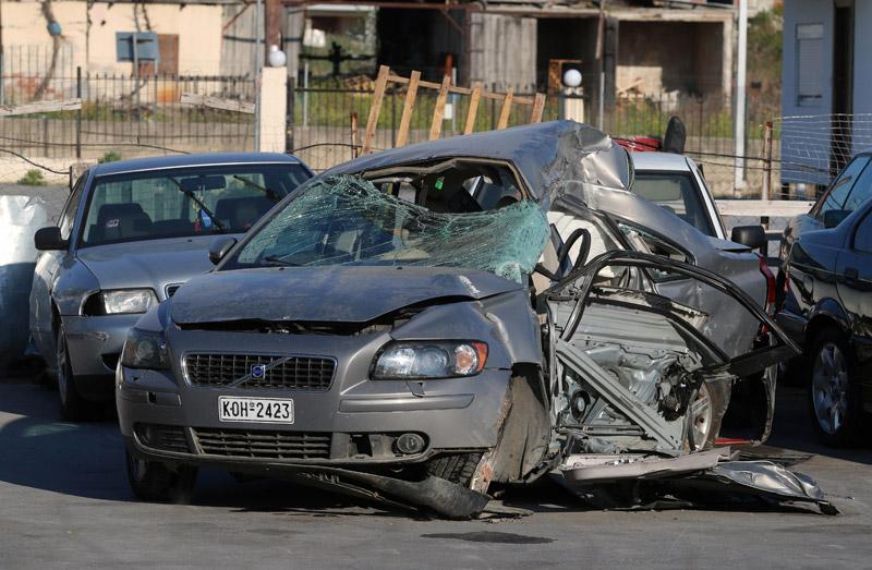 Σοκαριστικές οι φωτογραφίες του αυτοκινήτου από το τροχαίο στον Εύοσμο
