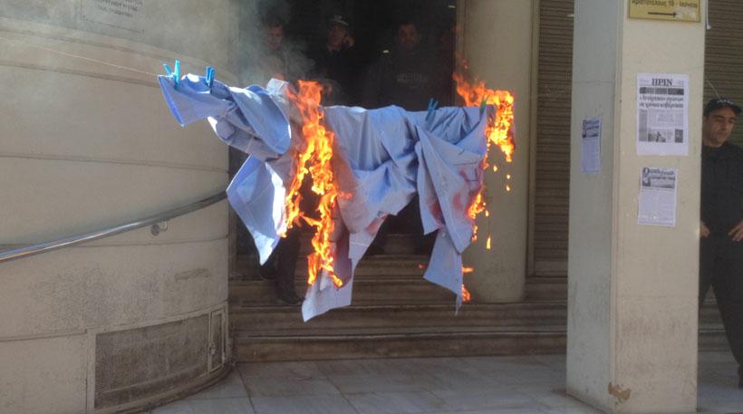 Στο Μαξίμου οι διαδηλωτές από τις τέσσερις συγκεντρώσεις