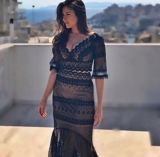 c7135c1c65e8 Χριστίνα Μουστάκα  Με σιθρού φόρεμα στο Instagram