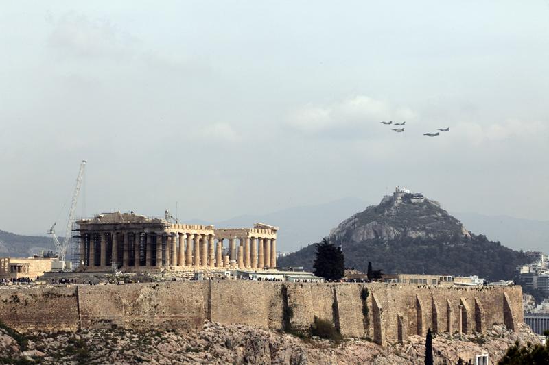 Γιατί πέταξαν μαχητικά πάνω από την Αθήνα;