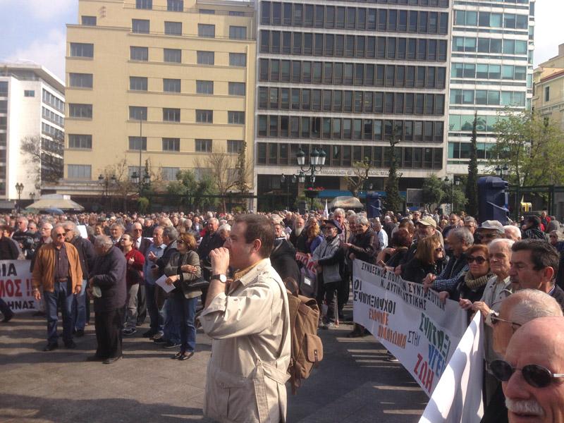 Χιλιάδες συνταξιούχοι διαδήλωσαν στο κέντρο της Αθήνας -«Δεν αντέχουμε άλλες περικοπές»