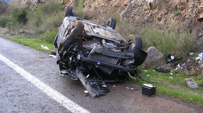 Ένας νεκρός και δύο τραυματίες σε τροχαίο στον δρόμο προς Χαλκιδική