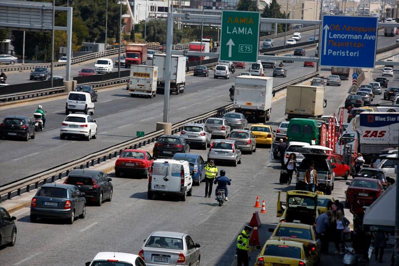 Οι εκδρομείς του Πάσχα εγκαταλείπουν την Αθήνα: Αυξημένη κίνηση σε ΚΤΕΛ, τρένα και αεροδρόμια