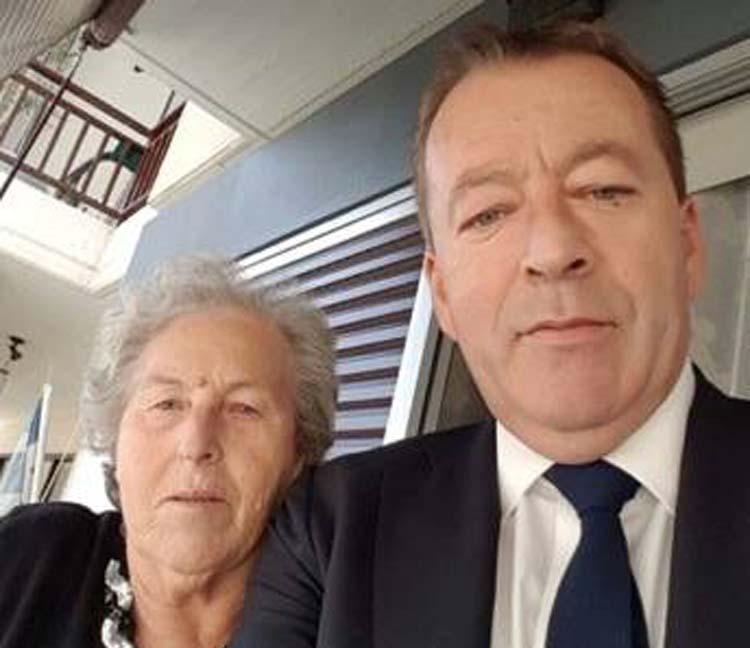Η selfie και το συγκινητικό μήνυμα του Κόκκαλη για τη γιορτή της μητέρας του