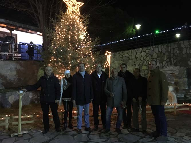 Άναψε το χριστουγεννιάτικο δέντρο στην Ελάτεια