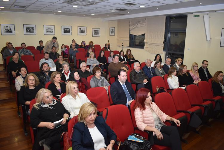 """Η συγγραφέας Ξένια Κούρτογλου παρουσίασε στη Λάρισα ένα βιβλίο οδηγό ζωής: """"Η καλύτερη ευκαιρία είναι… Τώρα!"""" (φωτό)"""