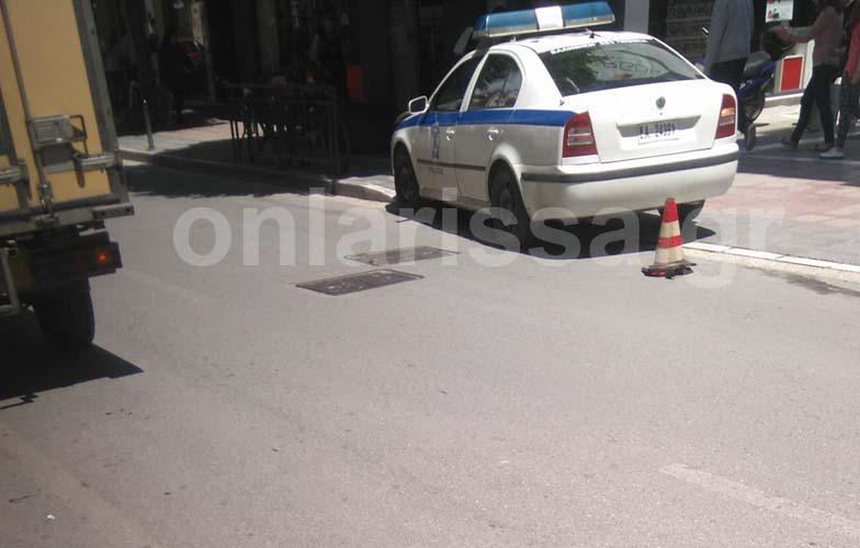Ασύλληπτο: Τροχαίο στο κέντρο της Λάρισας με δύο περιπολικά που... τράκαραν μεταξύ τους!