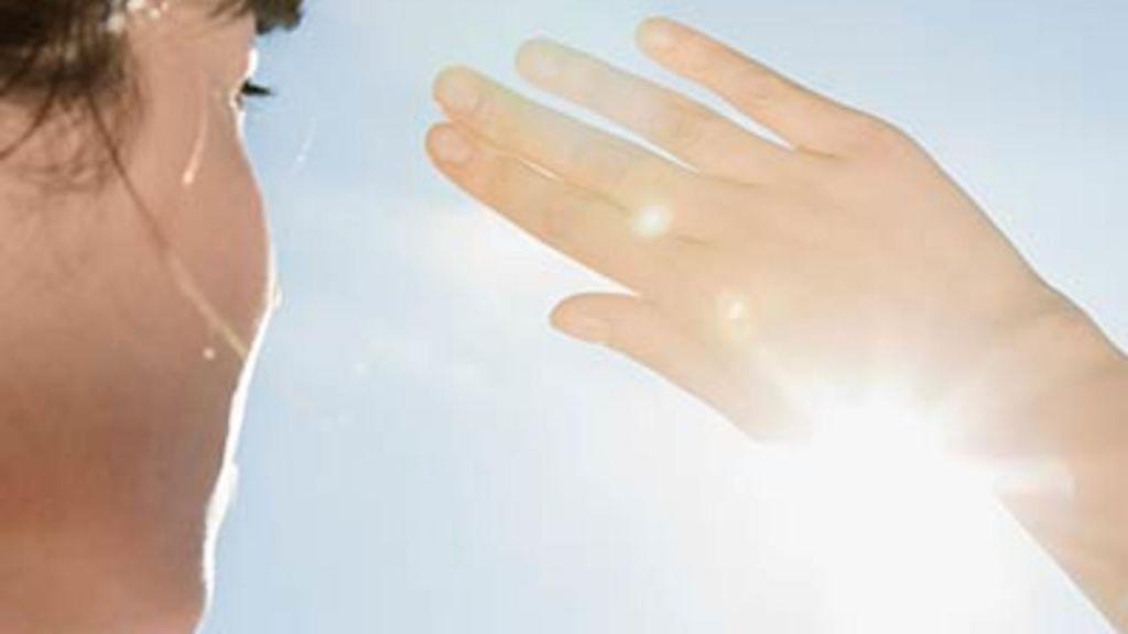 Ποιοι κινδυνεύουν να παρουσιάσουν βλάβες στα μάτια από τον ήλιο