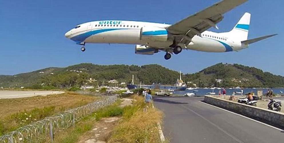 Τουρίστας καταγράφει την απογείωση αεροσκάφους στη Σκιάθο και… εκτοξεύεται (video)