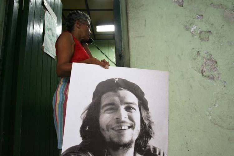 Ερνέστο «Τσε» Γκεβάρα: Γεννήθηκε σαν σήμερα και πέθανε με ανοιχτά τα μάτια