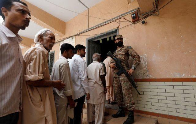 Πακιστάν: 28 νεκροί σε βομβιστική επίθεση εναντίον εκλογικού κέντρου