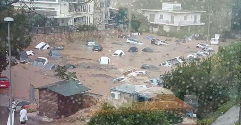 Πλημμύρες στην Αττική: Επιχειρήσεις απεγκλωβισμού οδηγών από αυτοκίνητα