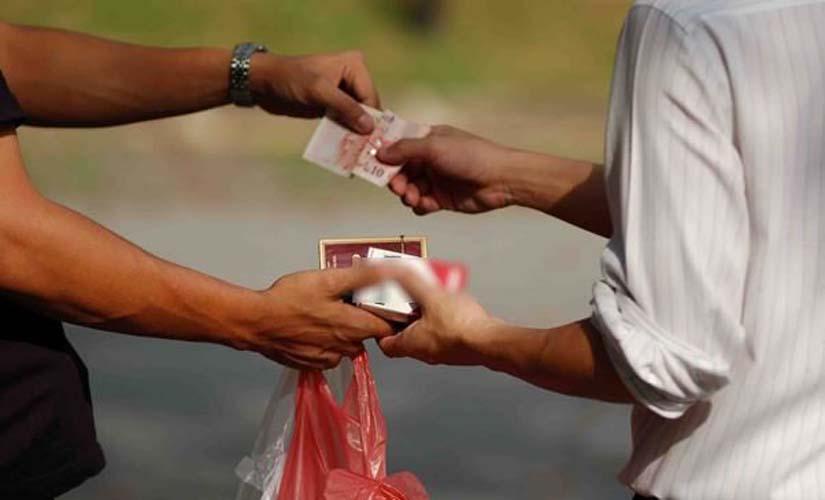 Συνελήφθησαν δύο άτομα στη Λάρισα για χιλιάδες αφορολόγητα πακέτα τσιγάρων σε λαϊκή αγορά