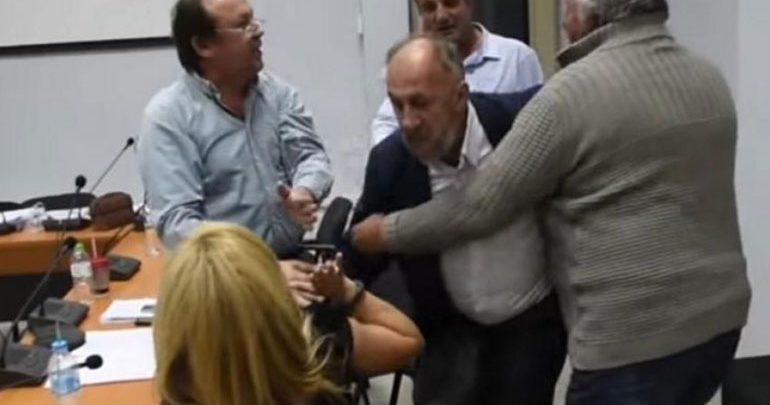 Τρίκαλα: Άγριος καυγάς στο Δημοτικό Συμβούλιο Φαρκαδόνας