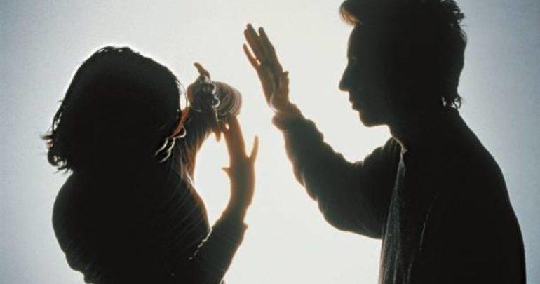 Κατήγγειλε το γιο της για ενδοοικογενειακή βία