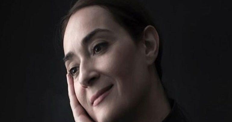 Η Ελένη Ουζουνίδου αποκαλύπτει τις εξελίξεις της σειράς «Πέτα τη φριτέζα»