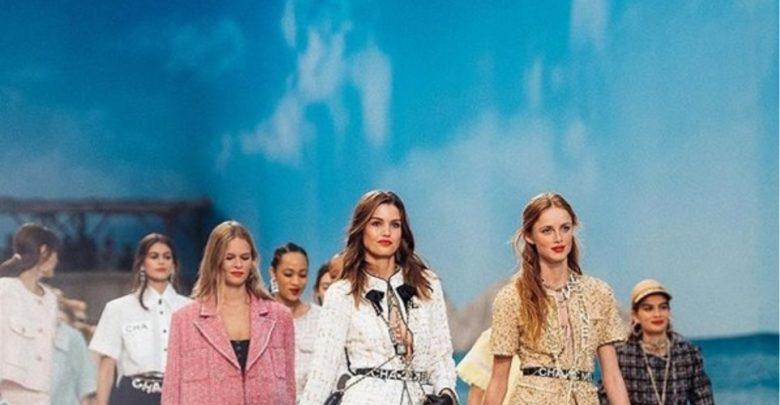 Η Chanel έστησε το πιο εξωπραγματικό σκηνικό με πασαρέλα παραλία