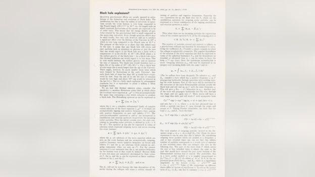 Το αμαξίδιο του Χόκινγκ πουλήθηκε για 297.000 λίρες και το διδακτορικό του για 585.000 λίρες