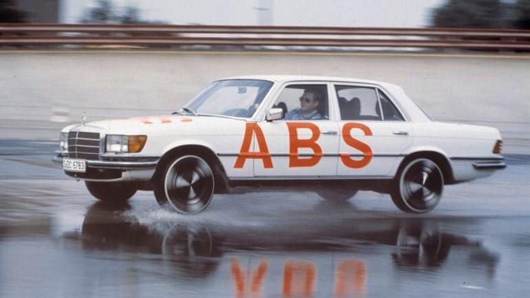 Δείτε πώς δοκίμαζαν παλιά το σύστημα ABS στα φορτηγά και λεωφορεία της Mercedes