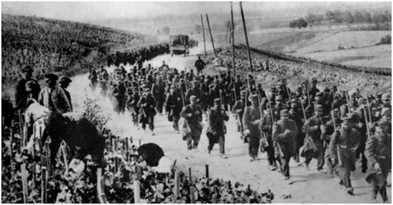 Γάλλοι στρατιώτες κατευθύνονται στο μέτωπο