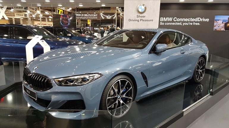 Η ολοκαίνουργια BMW Series 8 βρίσκεται στην έκθεση και κλέβει την παράσταση...