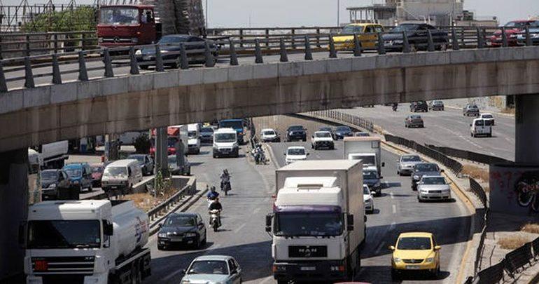 Τροχαίο ατύχημα με τρία οχήματα στην Ποσειδώνος - Κυκλοφοριακό κομφούζιο