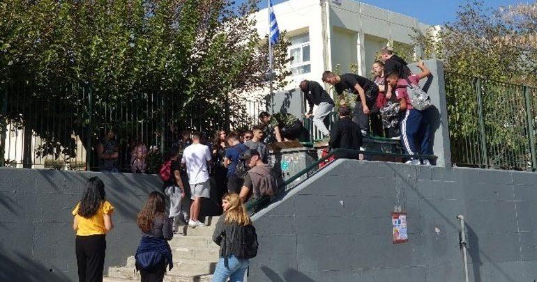 Αποβολή μαθητών στον Γέρακα επειδή τραγούδησαν στην παρέλαση το «Μακεδονία Ξακουστή»
