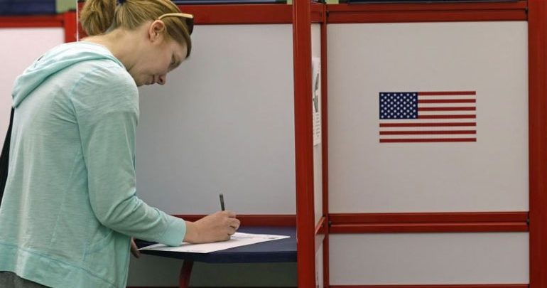 ΗΠΑ: Άνοιξαν τα πρώτα εκλογικά κέντρα