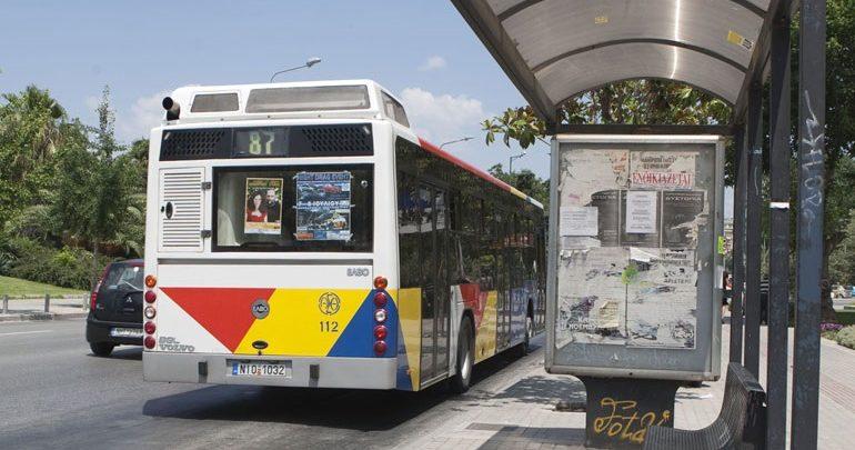 Θεσσαλονίκη: Λεωφορείο έπεσε πάνω σε παρκαρισμένα οχήματα