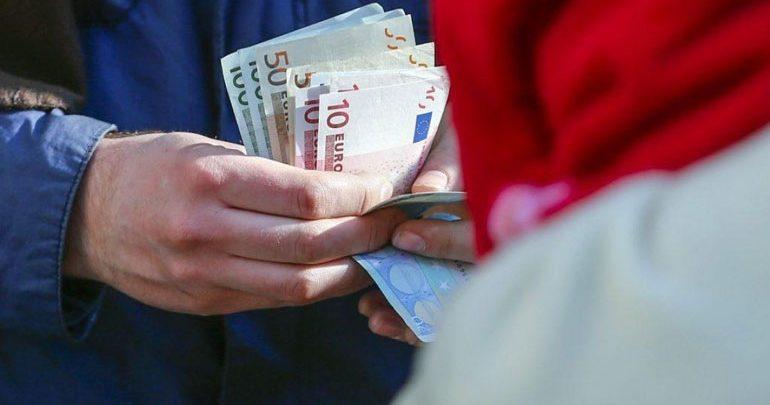 Κοινωνικό μέρισμα: Δείτε αν θα πάρετε έως 1.400 ευρώ τα Χριστούγεννα