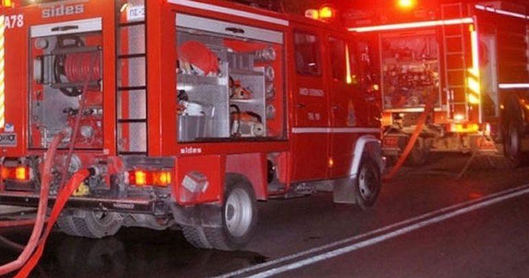 Φωτιά σε κέντρο φιλοξενίας στο Λαύριο - Εγκλωβίστηκαν 8 άτομα, ανάμεσά τους και ένα νήπιο