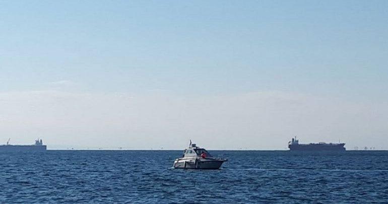 Σε συναγερμό Λιμενικό και Αστυνομία στη Θεσσαλονίκη – Εντοπίστηκε βλήμα στον Θερμαϊκό