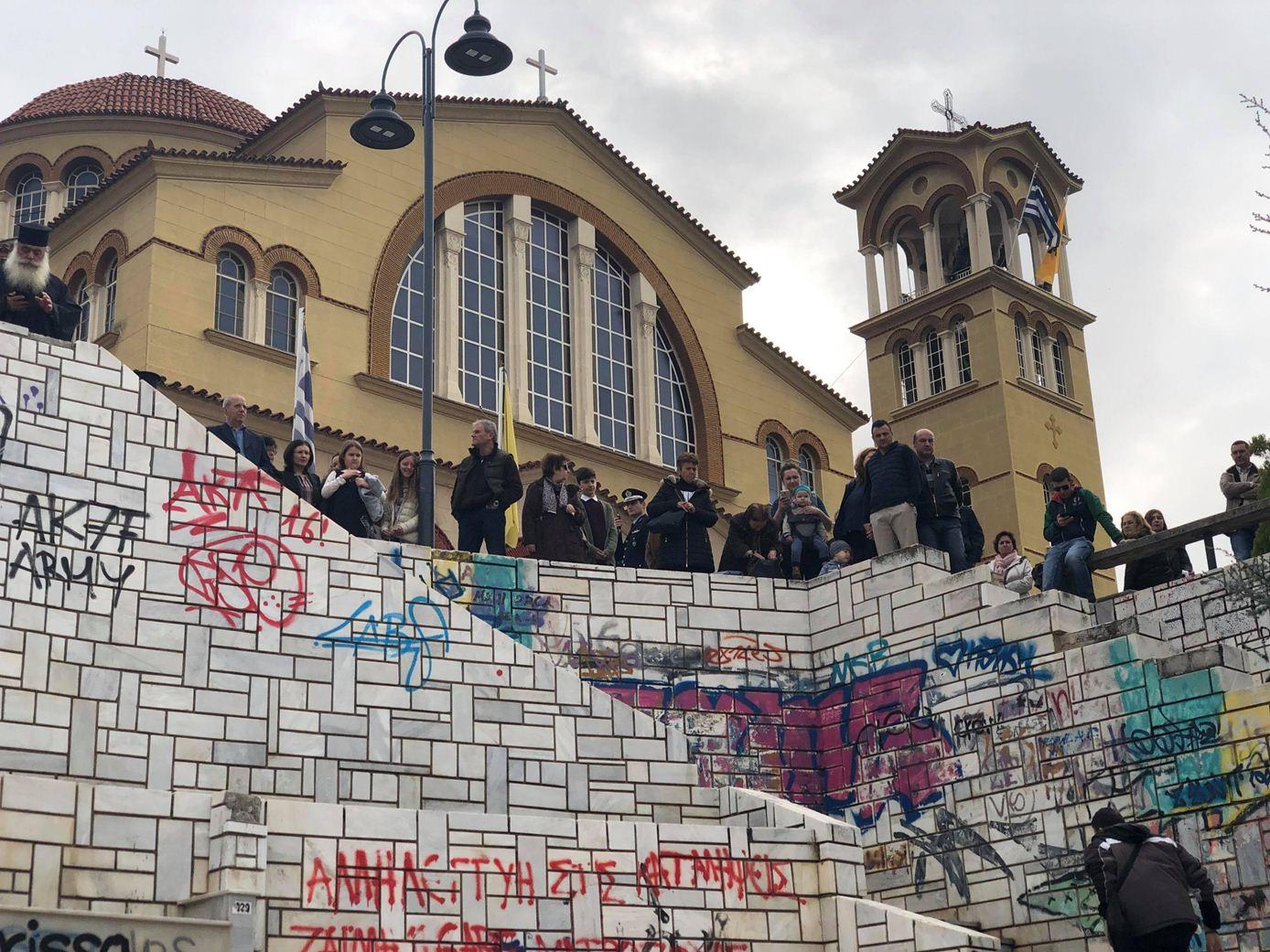 Δείτε βίντεο και φωτογραφίες από την πομπή προς τον Μητροπολιτικό Ναό του Αγίου Αχιλλίου