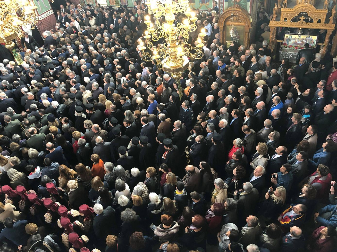 Κατάμεστος ο Άγιος Αχίλλιος στην τελετή ενθρόνισης του Μητροπολίτη Λαρίσης Ιερωνύμου (φωτό - video)